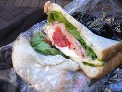 山盛りサンドイッチの図